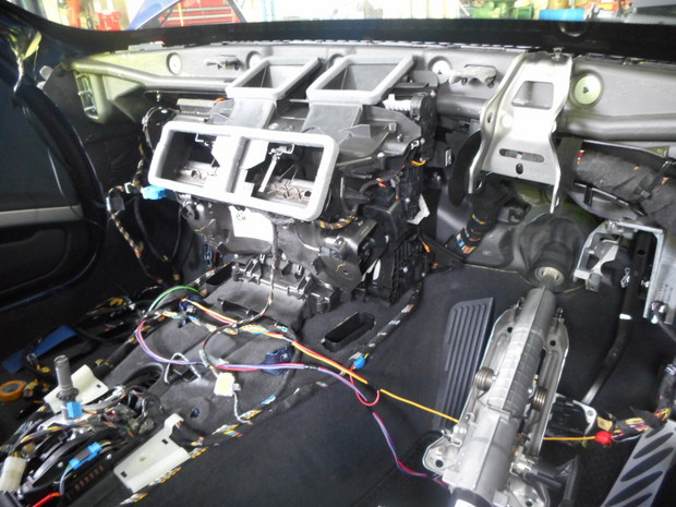 エアコンから出る嫌な臭い修理(BMW3シリーズ・ABA-WA20) (19).JPG