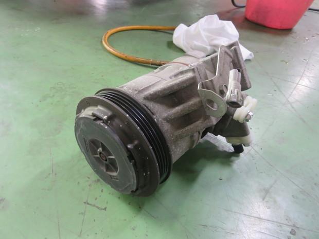 エアコン修理(カローラフィルダー・NZE121G) (3).JPG