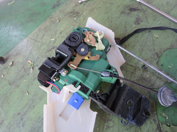 ドアロック作動しない修理(フォルクスワーゲンポロ・9N11G3) (3).JPG