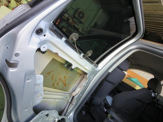 ドアロック作動しない修理(フォルクスワーゲンポロ・9N11G3) (4).JPG