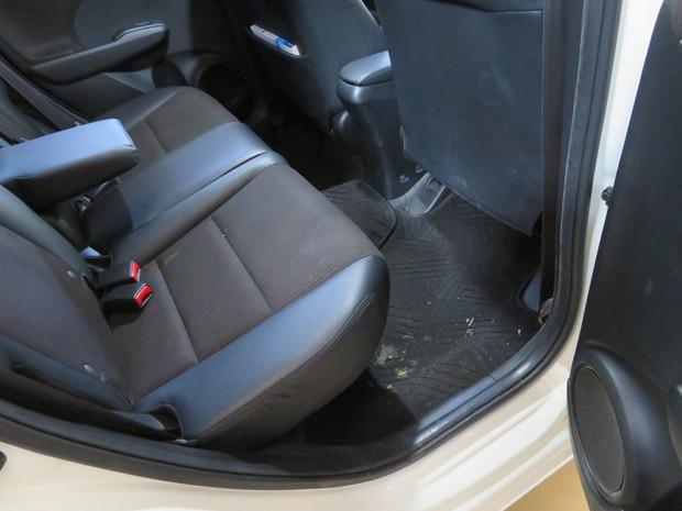 車内丸洗いクリーニング(おう吐)・フィット(GP1) (1).JPG