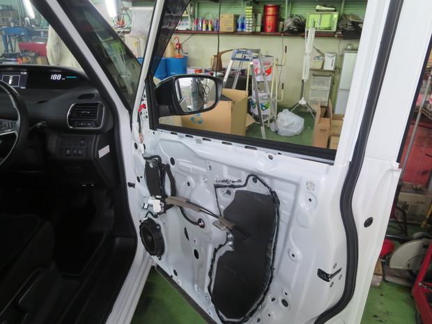 運転席ドアガラス交換(セレナ・DAA-HFC27) (1).JPG