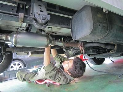 キャンピングカー排気ガス低減装置取付け2